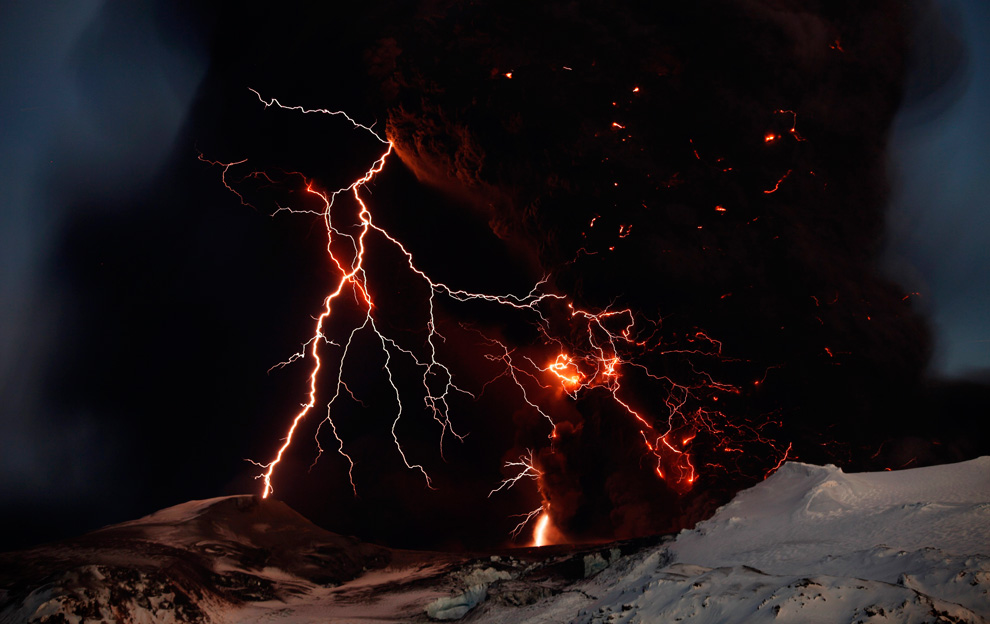 Destructive lightning during a volcanic eruption